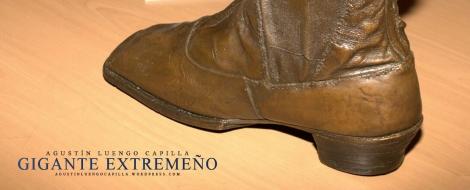 Réplica en bronce de la bota que perteneció a Agustín, regalo del rey Alfonso XII